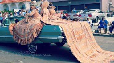 Queens on car